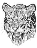 Tatuaje, haciendo muecas la cabeza de los gráficos de un tigre de blanco y negro Imágenes de archivo libres de regalías