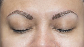 Tatuajes realistas de la ceja del maquillaje Foto de archivo libre de regalías