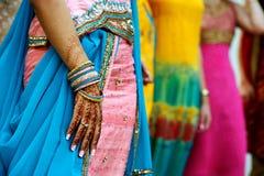 Tatuajes y saris de la alheña Foto de archivo libre de regalías
