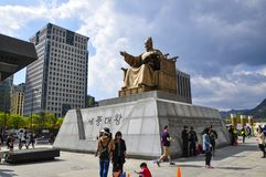 Tatue du Roi Sejong à la plaza de Gwanghwamun image stock
