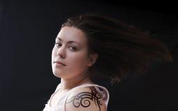 tatuerad flicka Royaltyfri Fotografi