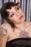 tatuerad kvinna Fotografering för Bildbyråer