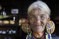 Tatuerad kvinna för haka stam (Daai) Royaltyfri Fotografi