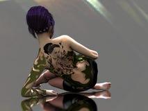 Tatuerad kvinna på reflekterande yttersida Royaltyfria Bilder