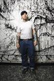tatuerad man som trängas igenom Royaltyfri Foto