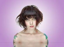 tatuerar kvinnabarn Royaltyfria Bilder