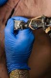 Tatuering för tatueringkonstnärdanande Arkivfoton