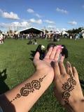 Tatuering på händerna royaltyfri fotografi