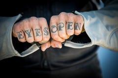 Tatueringar på händer Royaltyfri Bild