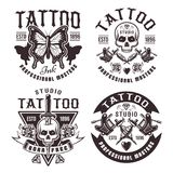 Tatueringstudiouppsättning av fyra vektortappningemblem Stock Illustrationer