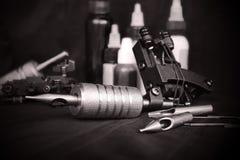 Tatueringutrustning arkivbild