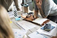 Tatuująca kobiety brainstorming planistyczna informacja Fotografia Stock