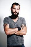 Tatuujący brutalny mężczyzna Zdjęcia Stock