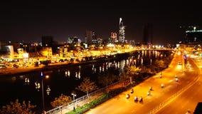 Tau Hu-Kanal und Calmette-Brücke nahe Bitexco finanzieren Gebäude in Ho Chi Minh stock footage