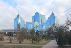Tau Nurly бизнес-центра в Almaty стоковая фотография rf