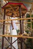 Tau Tau摩顿木雕象  Suaya是峭壁老掩埋处在塔娜Toraja 南苏拉威西岛,印度尼西亚 免版税图库摄影