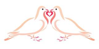 Tauben in der Liebe halten ein Herz zusammen Lizenzfreie Stockfotografie