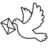 Taubenfliegen mit einem Umschlag Lizenzfreie Stockbilder
