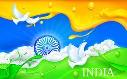 Taubenfliegen mit indischer dreifarbiger Flagge Lizenzfreies Stockfoto