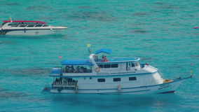 Tauchboot nahe Similan stock footage
