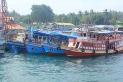 Tauchboote nehmen Touristen zu Stockfoto