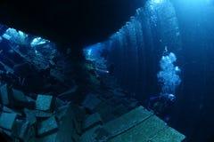 Taucher innerhalb des Schiffbruchs Chrisoula K Lizenzfreie Stockfotografie