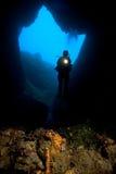 Taucher u. Höhle Stockbild
