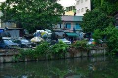 Taudis et pauvret? dans les rues de Bangkok photographie stock