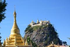 Taung Kalat monaster Góra Pop Mandalay region Myanmar Obraz Stock