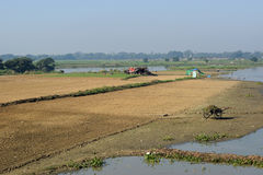 Taungthaman sjö nära Amarapura, Myanmar Arkivfoton