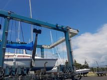 Tauranga Marina hardstand travel lift with yacht hoisted for mai. Ntenance Stock Photo