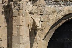 taureau en pierre à la porte du temple Images libres de droits