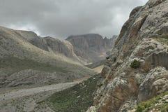 Taurus Mountains kalkon Branta klippor och klyfta capped maximumsnow arkivfoton