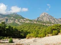 Taurus Mountains y bosque en otoño en Turquía Fotos de archivo