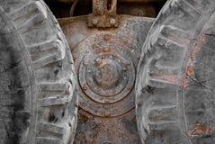 Tauschen Sie Radreifentraktor, landwirtschaftliche Maschinerie, alte Reifen Stockbild