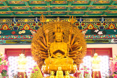 Tausend Hände hölzerner Buddha im chinesischen Tempel Stockfotografie
