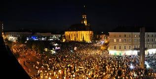 Tausende von Leuten während einer Lebendgesteinoper Stockfotografie