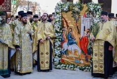 Tausenden der orthodoxen Priester auf der Straße feiern orthodoxes Palmsonntag in Rumänien stockfoto