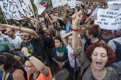 Tausenden sammeln in Rumänien gegen Kanadisch-kontrollierte Goldmine auf Bukarest Stockbilder