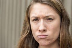 Tausendjähriges Frauen-Porträt-Umkippen Stockfotos