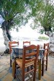 taverna таблицы острова стулов antiparos греческое Стоковая Фотография RF