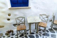 Taverne dans la vieille ville Chora de l'île de Naxos, Cyclades, Grèce Photo libre de droits