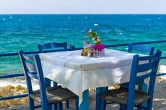 Taverne par la mer en Grèce photo stock