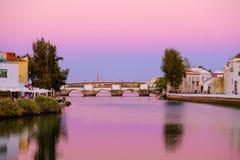 TAVIRA, ALGARVE, PORTOGALLO - MAI 25, 2019: Vista sulla vecchia città di Tavira fotografia stock libera da diritti