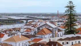 TAVIRA, ALGARVE/PORTUGAL DEL SUD - 8 MARZO: Orizzonte di Tavira fotografia stock libera da diritti