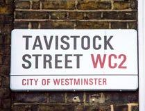 Tavistock-Straßenschild in der City of Westminster in zentralem London, lizenzfreie stockfotografie