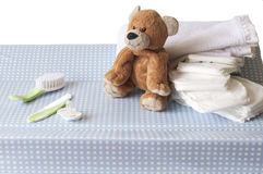 Tavola cambiante con un orsacchiotto Fotografia Stock Libera da Diritti
