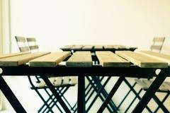 Tavola d'acciaio di legno moderna Immagini Stock Libere da Diritti