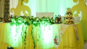 Tavola decorata per una cena di nozze archivi video