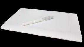 Tavola dei grafici bianca della penna Fotografie Stock Libere da Diritti